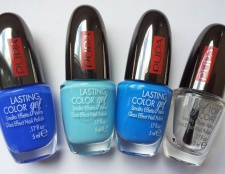 Дизайн нігтів (nail art) у блакитних тонах емалі.