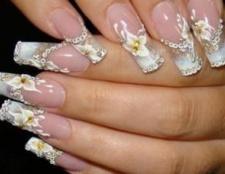 Як нанести стрази на нігті