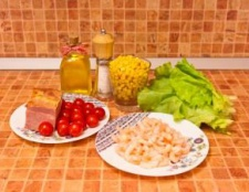 Салат «креветки в овочах»